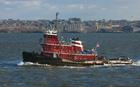 Foto barco rebocador no porto de Nova Iorque