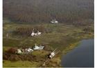 Foto barcos na costa após furacão