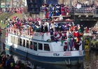 Foto chegada do barco de São Nicolau e zwarte piet