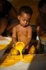 Foto criança com tinta