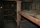 Foto dormitórios em abrigo subterrâneo