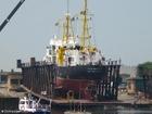 Foto embarcação em doca seca