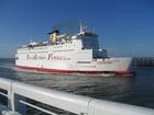 Foto ferry entrando no porto
