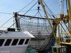 Foto navio pesqueiro com redes