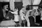 Foto Polônia - gueto Varsóvia - mudando de roupa