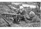 Foto soldados com armas e máscaras contra gases