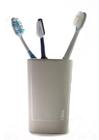 Foto três escovas de dentes